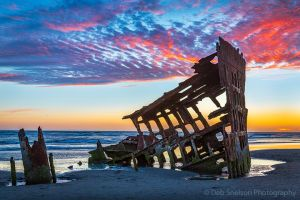 Wreck of the Peter Iredale Fort Stevens Oregon.jpg