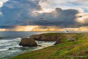 Yaquina Head Light Newport Oregon Sunset on Pacific Coast.jpg