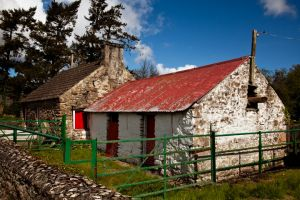 Cottage Mountshannon County Clare Ireland.jpg