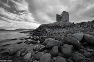 Minard Castle Dingle Kerry Ireland bw.jpg